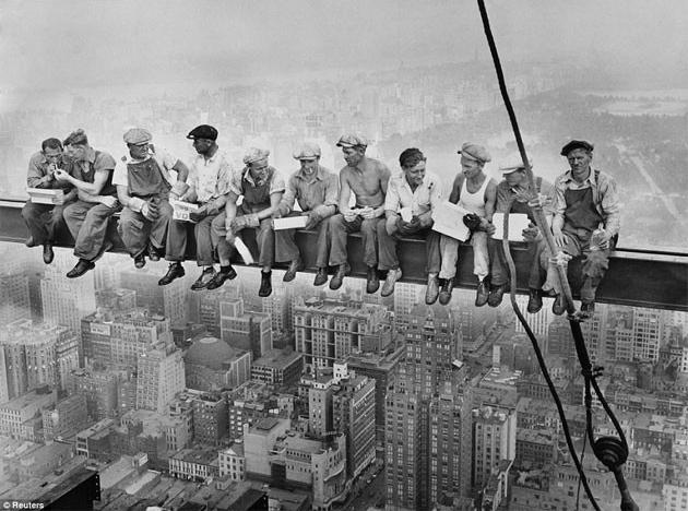Almoço no topo de um arranha-céu, de Charles C. Ebbets